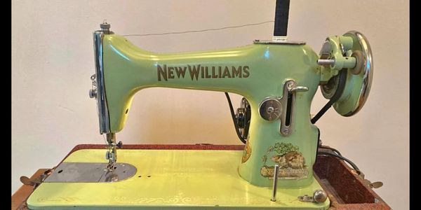 We love finding and bringing back to live vintage machines.  This New Williams 1920's sewing machine