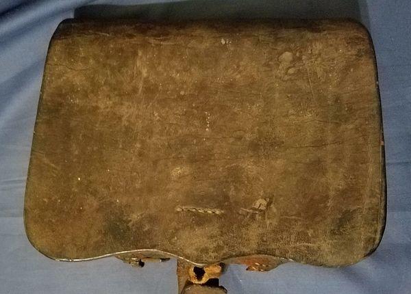 A Confederate Cartridge Box - Lead Finial