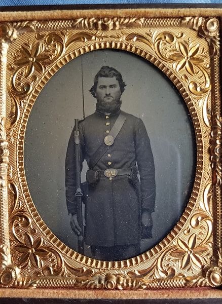 1/6 PLATE TINTYPE - UNION SOLDIER - WITH POTSDAM MUSKET