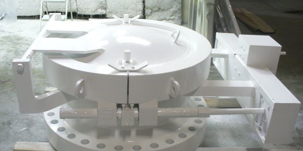Self-Opening Manway with weld neck flange for food processing pressure vessels.