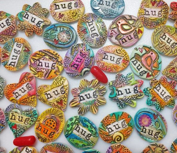 Hug (Ceramic) Assortment of 5 Pieces and Gift Cards