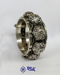 Silver floral carved kada