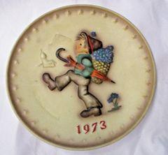Vintage 1973 3rd Annual Globe Trotter Plate Boy Christmas Hummel Hum 266 #142