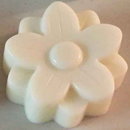 White Flower Goats Milk Soap. ( Vanilla ).