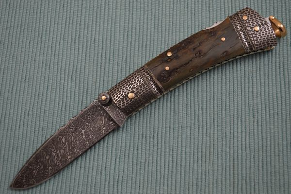 Kaj Embretsén Lock-Back Folding Knife, Fossilized Scales, Damascus, 14K Gold (SOLD)