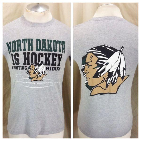 Vintage North Dakota Fighting Sioux Hockey (Small) Retro NCAA Old Logo Graphic Gray T-Shirt