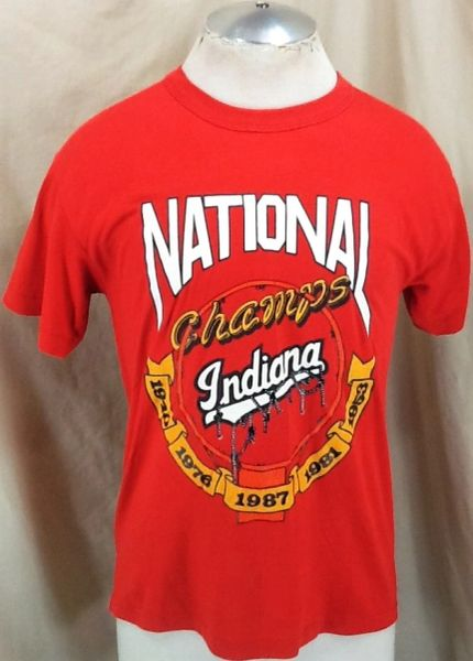 """Vintage 1987 Indiana Hoosiers """"National Champions"""" (Sm/Med) Retro NCAA Graphic Red T-Shirt"""