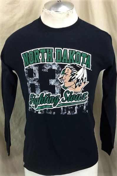 Vintage North Dakota Fighting Sioux (Small) Retro NCAA Old Logo Graphic Long Sleeve T-Shirt