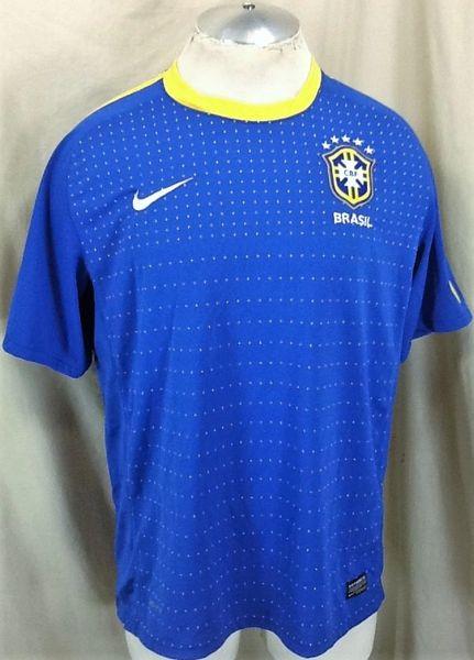 Nike Authentic Brazil Futbol Club (Large) Retro Dri-Fit Pullover Graphic Soccer Kit