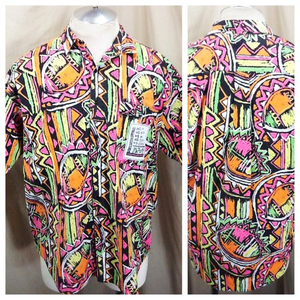 Vintage 90's Geometric Design All Over Graphic (Med/Large) Retro Button Up Hawaiian Shirt