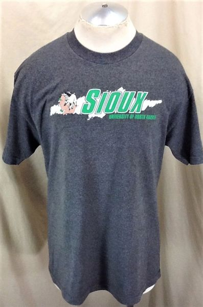 Vintage North Dakota Fighting Sioux (Large) Retro NCAA Old Logo Graphic Gray T-Shirt