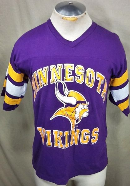 "Vintage Logo 7 Minnesota Vikings Football Club (Med) Retro NFL ""Rhinestones"" Graphic T-Shirt"