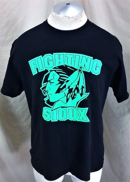Retro North Dakota Fighting Sioux (Large) UND NCAA Old Logo Graphic Black T-Shirt