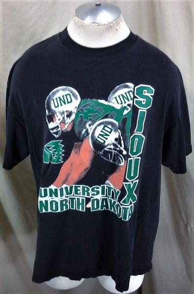 Vintage North Dakota Fighting Sioux Football (XL/2XL) Retro NCAA Old Logo Graphic Black T-Shirt