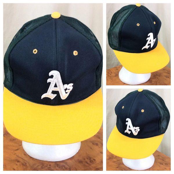 Vintage 1980's Oakland Athletics MLB Baseball Retro Graphic Snap Back Trucker Hat
