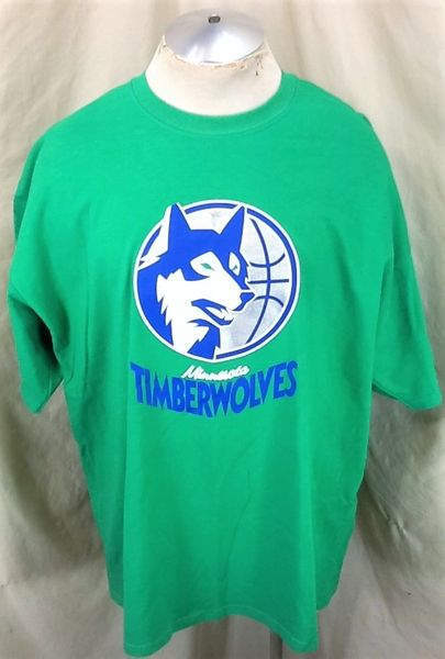 Minnesota Timberwolves Basketball Club (2XL) Retro Logo Graphic NBA Wolves T-Shirt