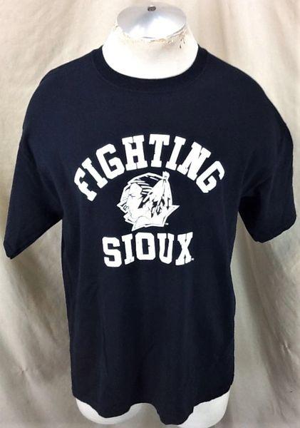 North Dakota Fighting Sioux Hockey (Large) Retro NCAA Old Logo Graphic T-Shirt Black