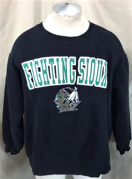 North Dakota Fighting Sioux (XL) Retro NCAA Old Logo Crew Neck Sweatshirt Black