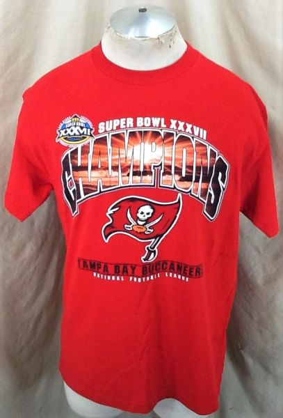 Vintage 2003 Tampa Bay Buccaneers (Large) Retro NFL Super Bowl Champions Graphic T-Shirt