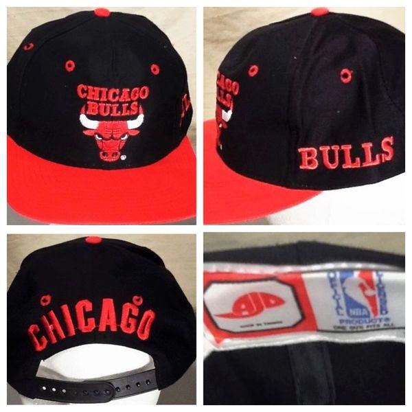 Vintage 90's Chicago Bulls Basketball Club Retro NBA Graphic Snap Back Hat Black