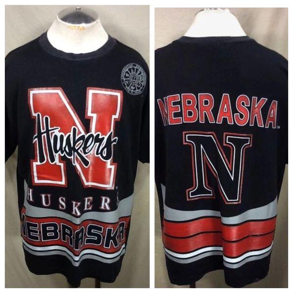 Vintage 90's Nebraska Cornhuskers (XL) Retro NCAA Classic Logo All Over Graphic Black T-Shirt