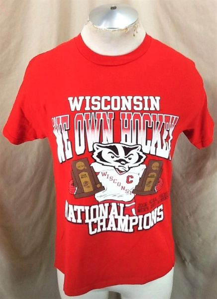 "Vintage 2006 Wisconsin Badgers ""We Own Hockey"" (Med) Retro National Champions Graphic T-Shirt"