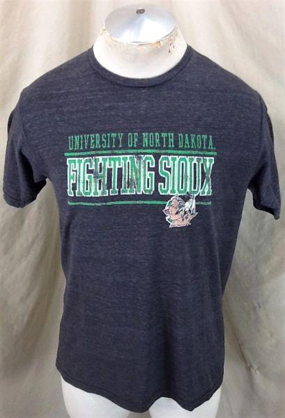 University of North Dakota Fighting Sioux (Med) Retro NCAA Graphic Gray T-Shirt