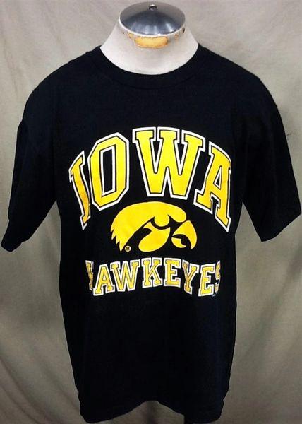 Vintage 90's Logo 7 University of Iowa Hawkeyes (L/XL) Retro NCAA Classic Logo Graphic Black T-Shirt