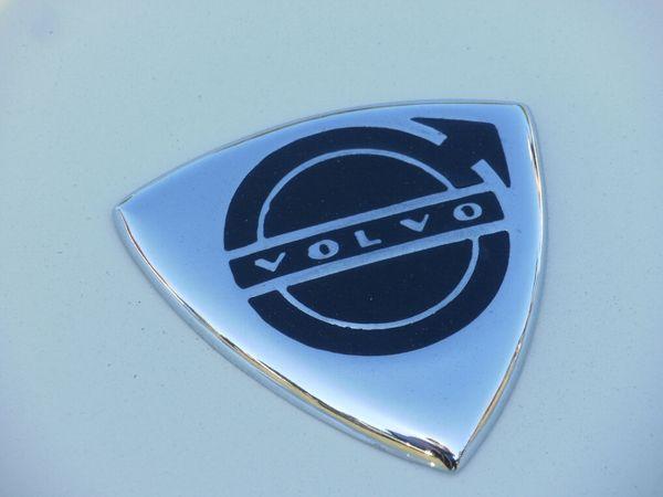1962VolvoP1800A emblem