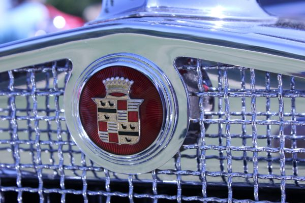 1931 Cadillac 452A emblem
