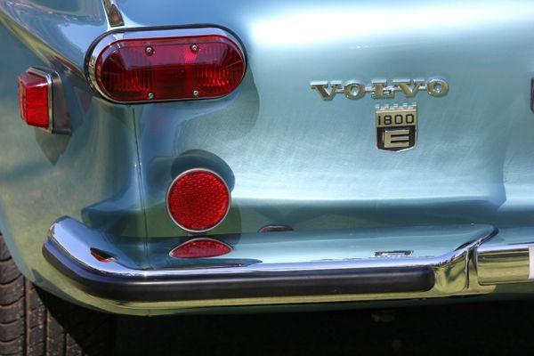 1972 Volvo P1800E lights