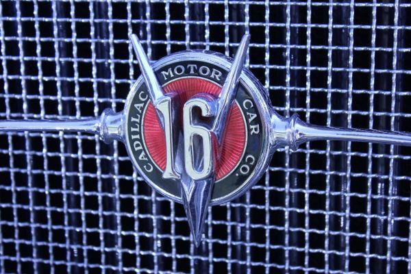 1931 Cadillac 452A grille emblem
