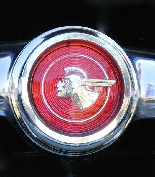 1953 Pontiac Custom Catalina emblem