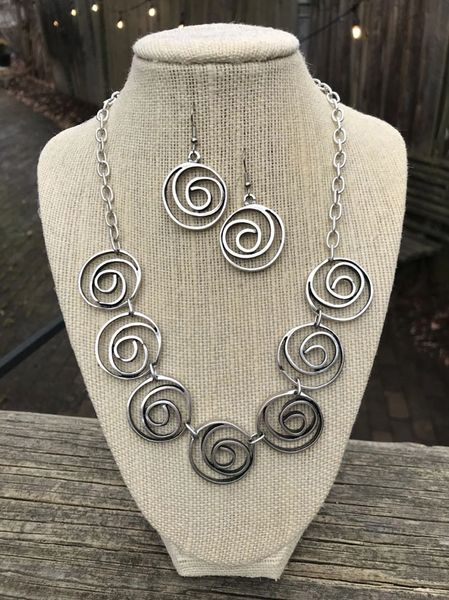 Volare Linked Swirl Pewter Necklace