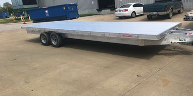 Deckover trailer, solid aluminum trailer that you can load easily without any fenders in the way.