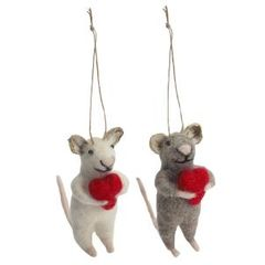 Felt mouse with heart decoration