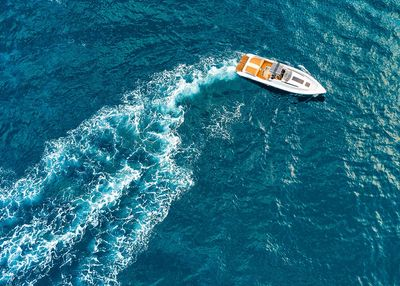 Yachts rentals in Dubai with Go fishing Tours Yachts and boats rentals. Yacht chartersin Dubai UAE.