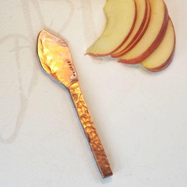 Individual hard cheese knife