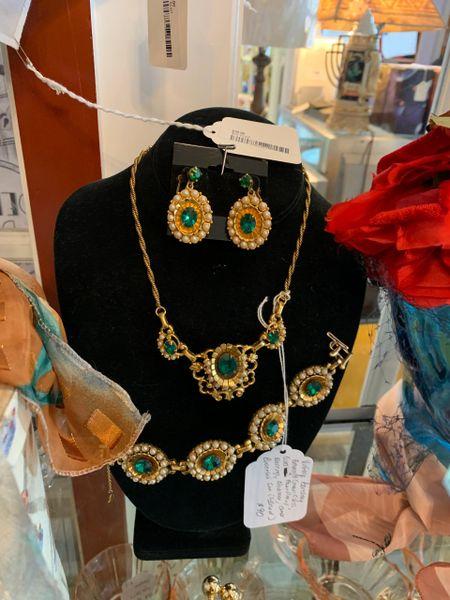 Barclay Faux Emerald & Pearl Necklace, Bracelet & Earrings Set