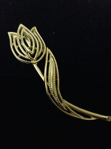 Amazing Trifari Flower Brooch