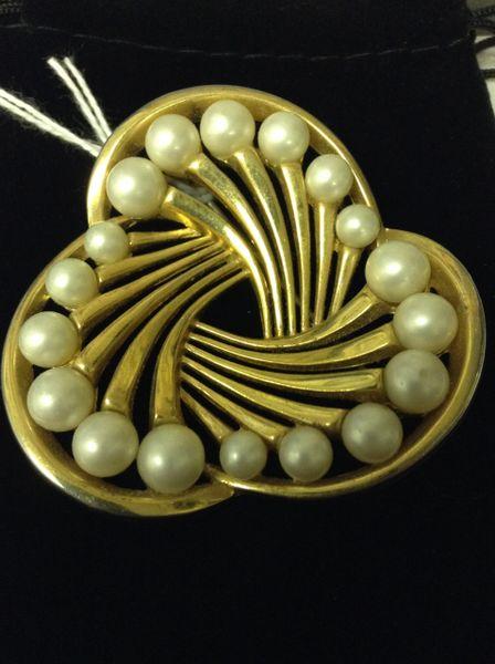 50's Trifari Goldtone Faux Pearl Brooch