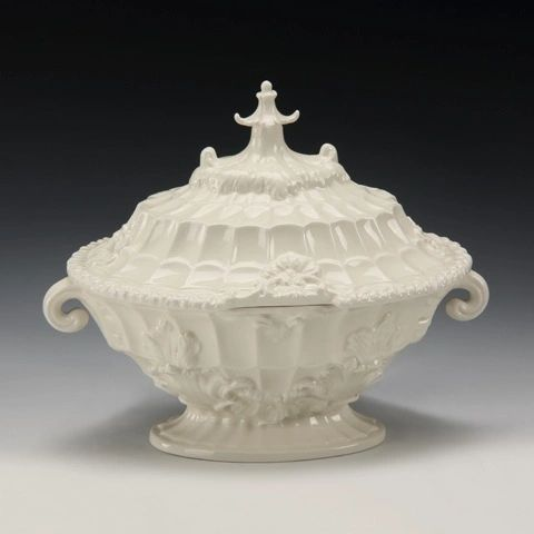 Pagoda Tureen in Vintage Cream