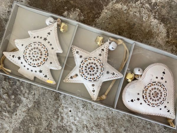White & Gold Hanging Decorations 9cm