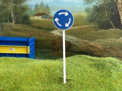 FBS01 Road Sign Post Roundabout 1:32 Scale by Minia-Cn