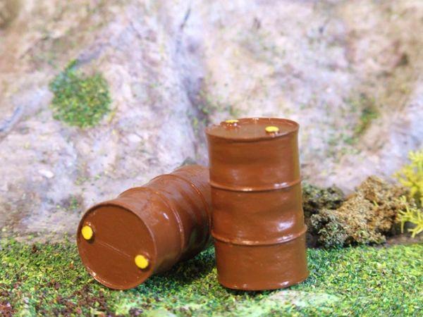 oo gauge ten single oil barrels unpainted.