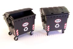 PLM433 Waste Containers Wheelie Bins in 1:32/1:35 scale by Plusmodel