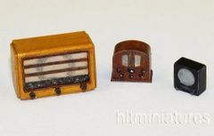 PLMEL031 3 x Old 1940s Radios Kit in 1:32/1:35 scale by Plusmodel