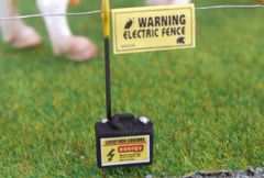 WM044 Electric Fence Battery 1:32 Scale by HLT Miniatures