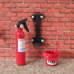 WM045 Fire Extinguisher, bracket and bucket Set 1:32 Scale by HLT Miniatures