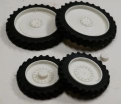 Set of 4 White Row Crop Wheels 1:32 Scale by Artisan 32 37012/W+B